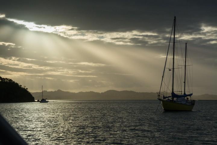 2016 04 04 Sail Nt 6 Anchorge Pomare Bay-103