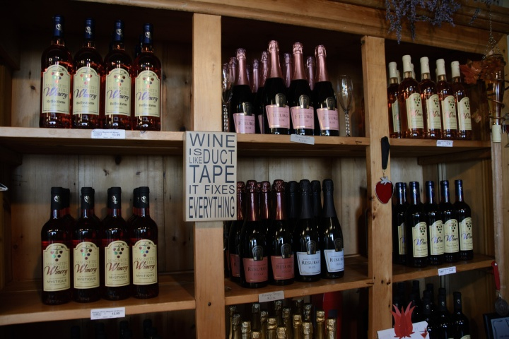 magnetic-hill-winery-and-bb-tasting-room