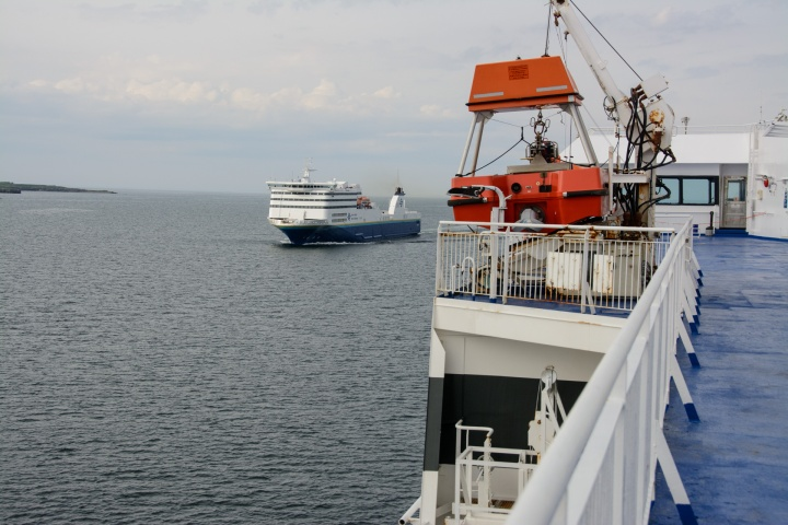 passing-ferry