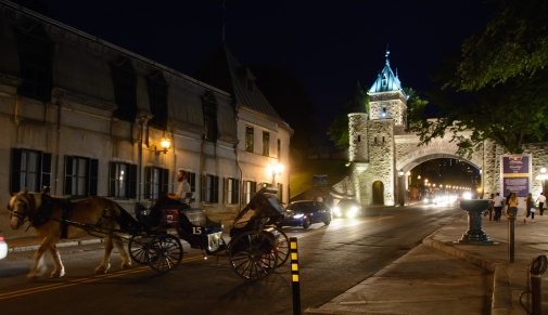 quebec-city-night-arch-and-horse-carriage
