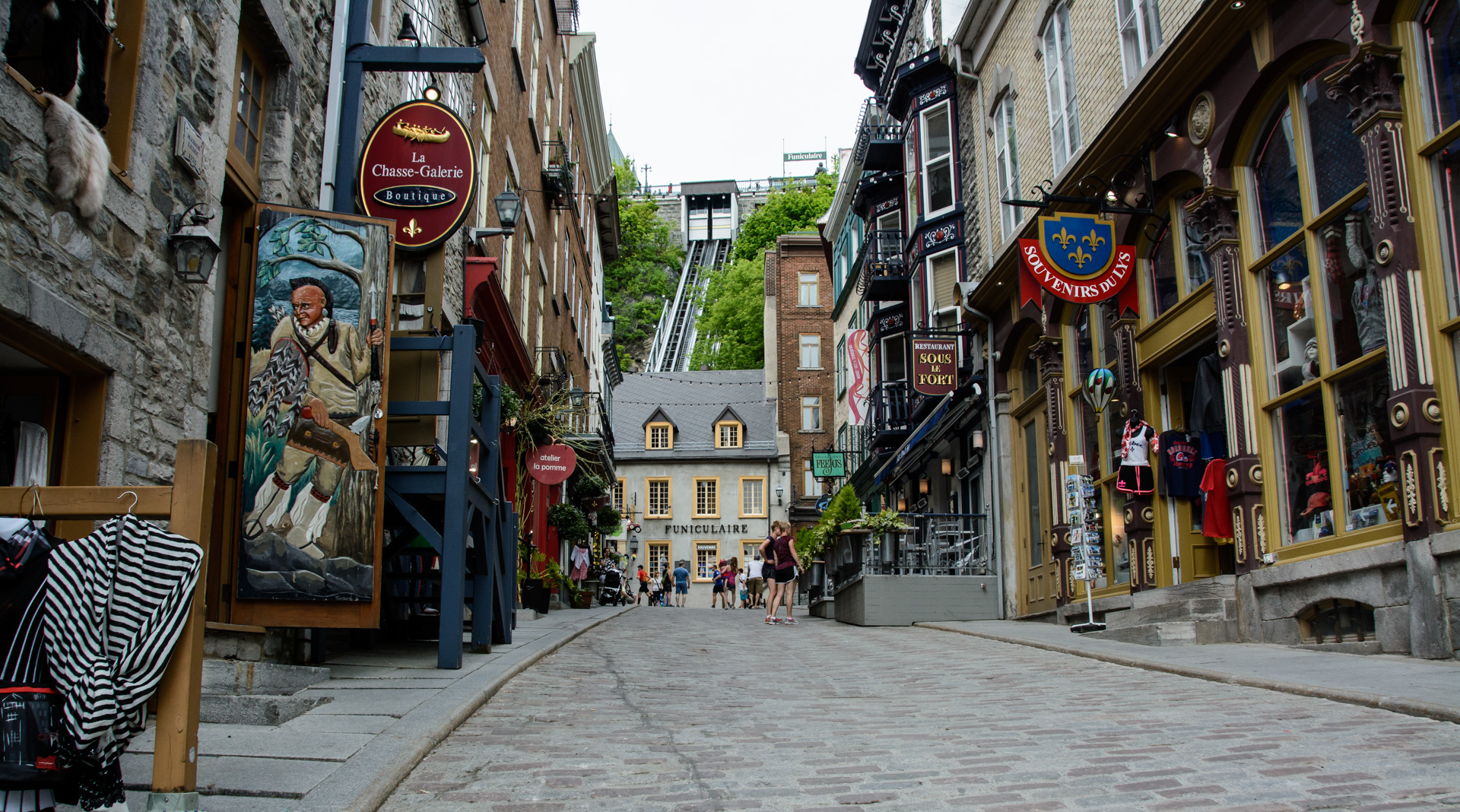 Know your Geography 2 - Page 5 Quebec-city-old-town-and-funicular